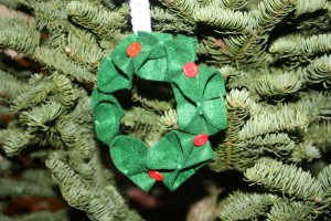 Avery Lane Sewing Blog - felt and buttons wreath ornament