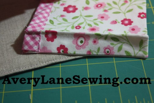 Sewing tutorial for making phone charging station 26