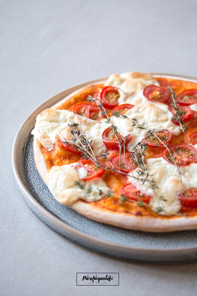 Pizza mit Cashew-Mozzarella