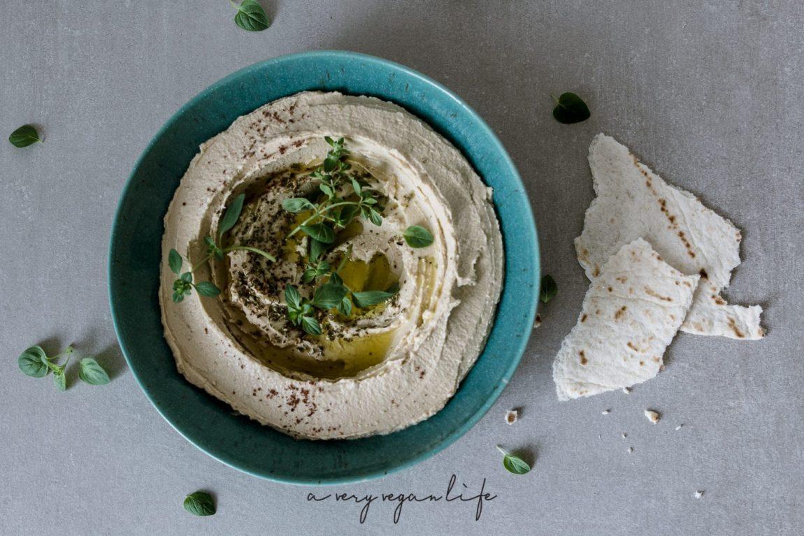 Hummus aus Kichererbsen mit Tahin, Zitronensaft