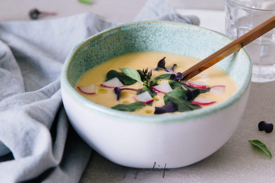 Suppe aus Kohlrabi, mit Kokosmilch und Zitronengras
