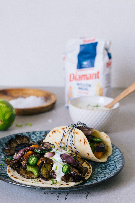 Tortillas mit Grillgemüse und Knoblauch-Limetten-Sauce