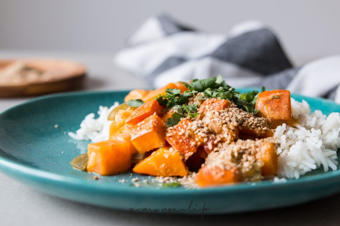 Schnelles Curry aus dem Multicooker mit Süßkartoffel und Kürbis