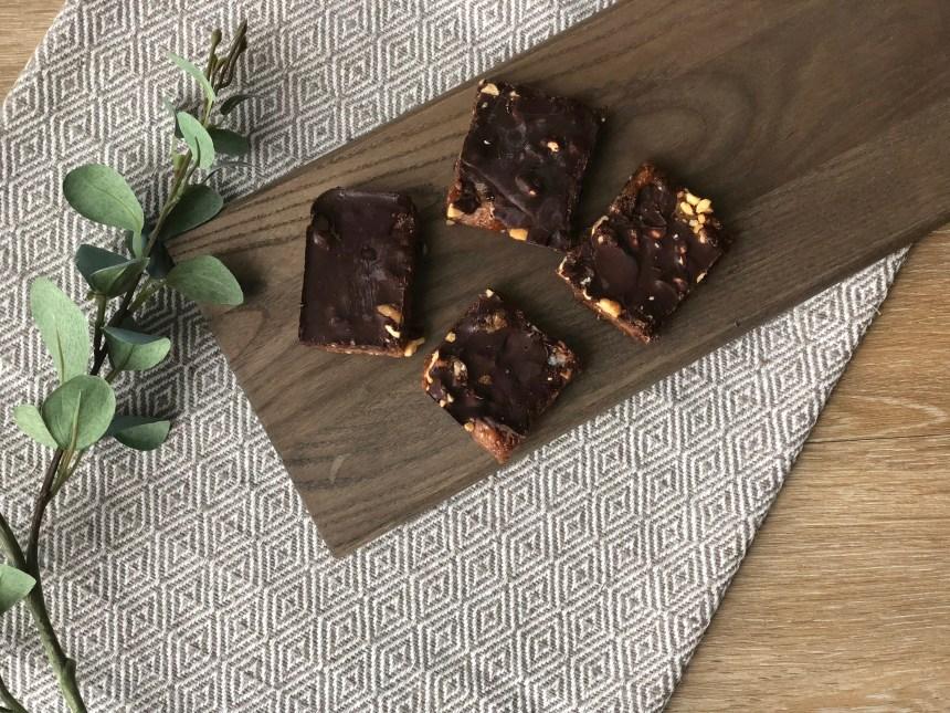 dark chocolate peanut date bars easy recipe