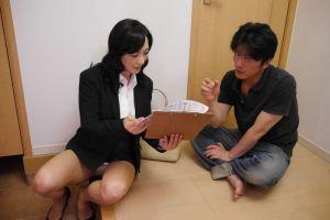 服部圭子 太腿露わに誘っちゃいます