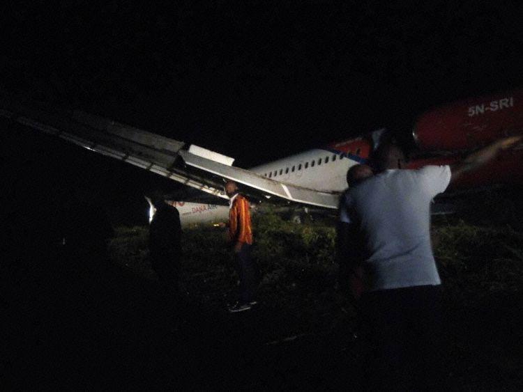 El avión en suelo blando (Fotos: UJAH)
