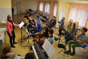 Frau Kurtze gibt bei den Instrumentalisten den Ton an.