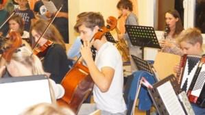 Volle Konzentration bei Spielen im Orchester