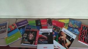 Lehrmittel, die im Musikunterricht genutzt werden.