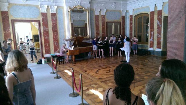 Während unserer Schlossbesichtigung probte der Chor der Musikgymnasiums Weimar. Es war ziemlich beeindruckend, wie die wenigen Mädchen und Jungen einen solchen tollen Sound hinbekamen.