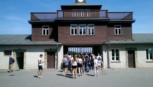 Der Eingang des ehemaligen Konzentrationslagers Buchenwald, heute Gedenkstätte