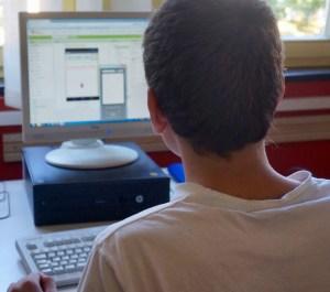 Schüler arbeitet an neuer App