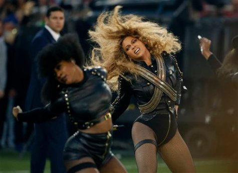 Beyonce performing halftime show