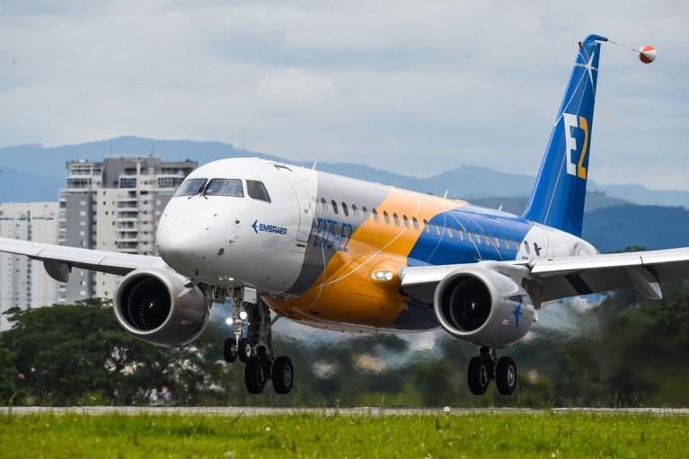 O voo inaugural do Embraer E175-E2