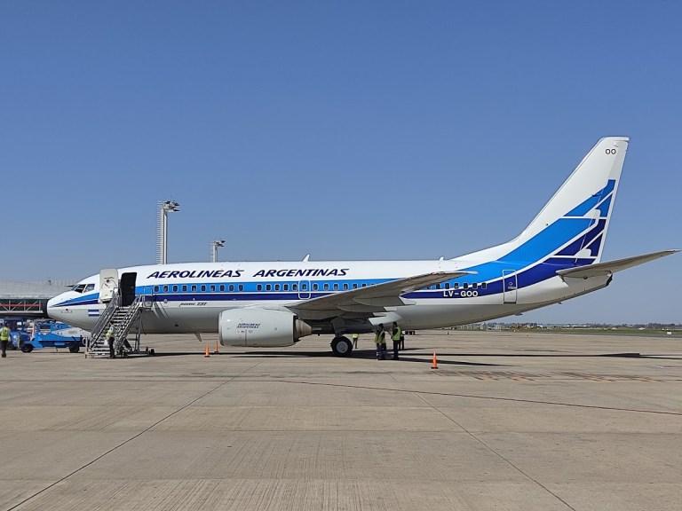 No aniversário de 70 anos da Aerolineas Argentinas, um Boeing 737 retrô