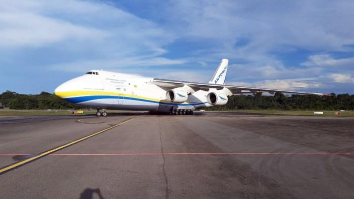 Antonov 124 pousa em Belém