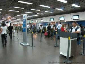 Mostradores de check in de Aerolíneas Argentinas en Aeroparque