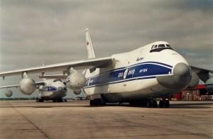 Dos Antonov An-124 Ruslan en Ezeiza - 1993