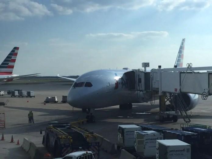 Boeing 787-8 N804AN de American Airlines en Dallas (Foto: John Merrick - twitter.com/zpankyto)