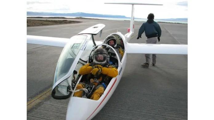 Einar Enevoldson y Steve Fossett tras romper el récord mundial en El Calafate, 29/08/2006.