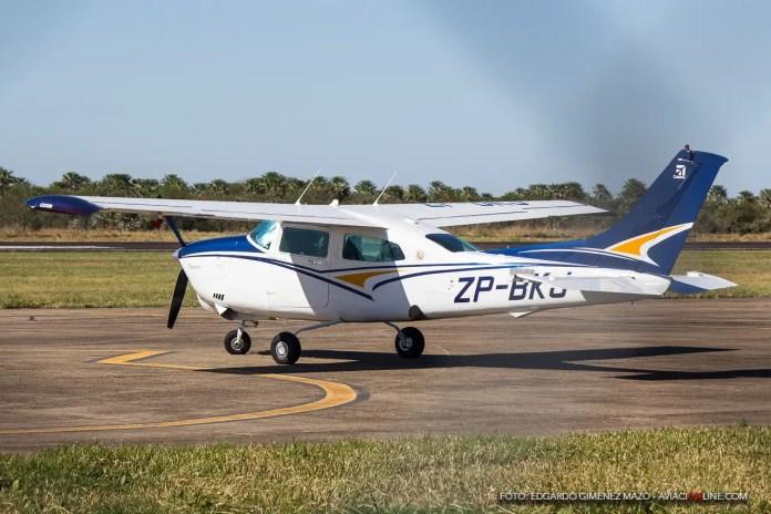 Cessna 210 ZP-BKJ en el aeropuerto de Formosa.
