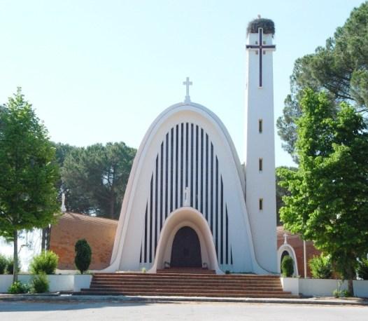 Igreja de Santo Isidro em Pegões Velhos, projecto do arquitecto Eugénio Correia