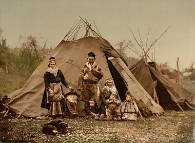 Esta fotografia de uma família sami, datará de cerca de 1900.