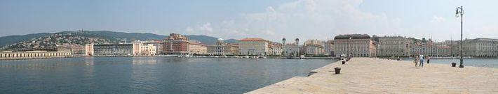 800px-Frontemare_di_Trieste