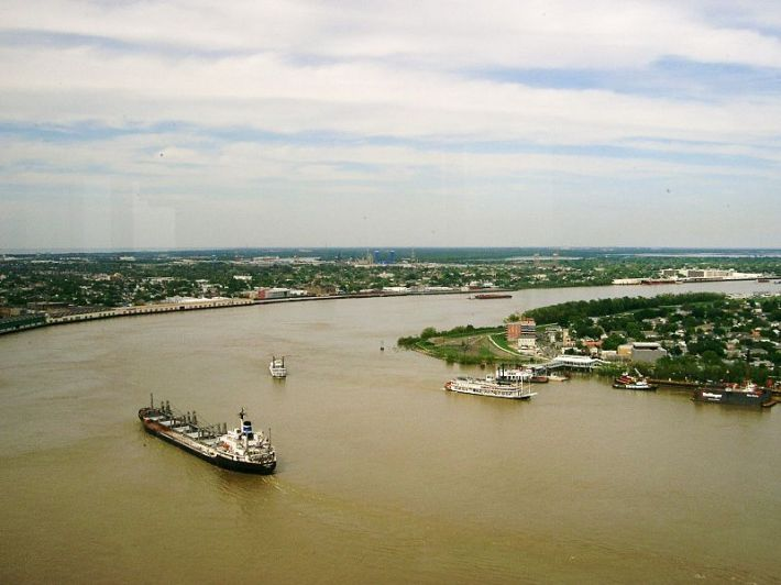 800px-Mississippi_River_-_New_Orleans