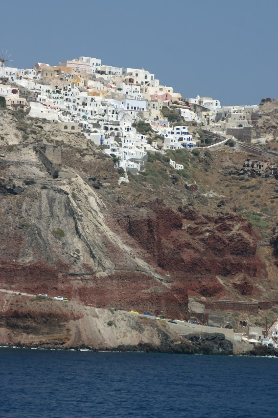 Houses_on_the_caldera,_Santorini