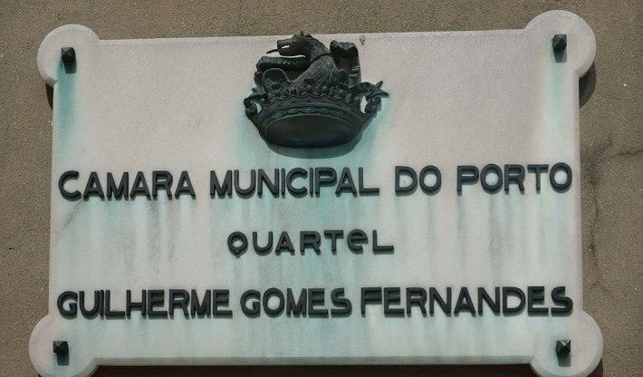 Entrada do quartel dos Bombeiros Sapadores do Porto - Rua da Constituição