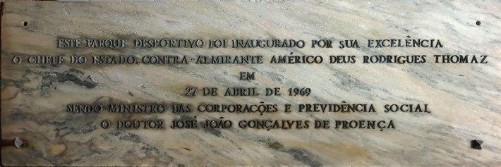 Placa comemorativa da inauguração do Estádio Salazar