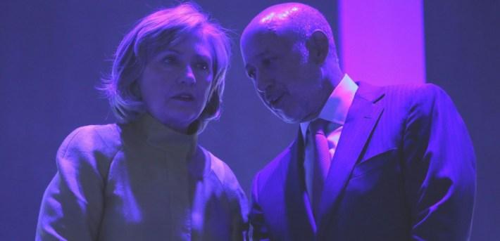 """Hillary Clinton parle à l'oreille du PDG de Goldman Sachs Lloyd Blankfein, le 24 septembre 2014 lors du """"Clinton Global Initiative""""."""