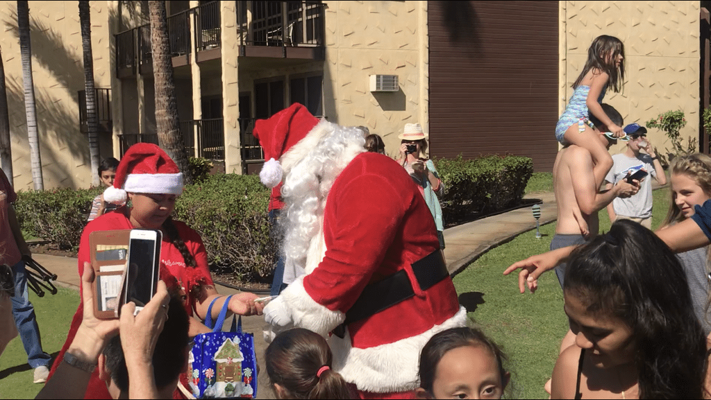No Sleigh and Reindeer for Santa Claus at a Maui Resort: What about the children? 4