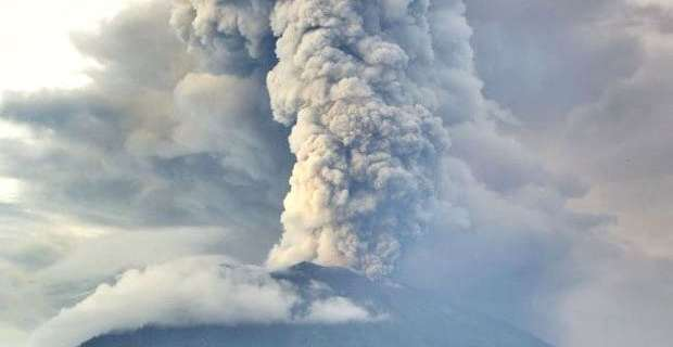 Bali airport back to normal after volcano eruption 6