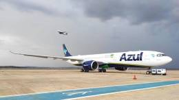 Brazil's Azul flies to New York's JFK Airport 16