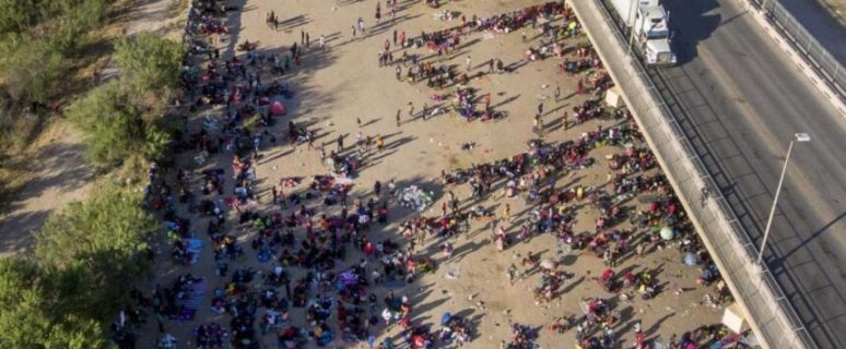 FAA sets a no fly zone over Texas bridge crammed with 10,500 illegal migrants 24
