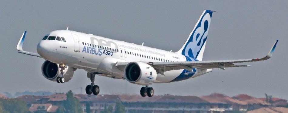 Airbus_A320neo_landing_01_crop