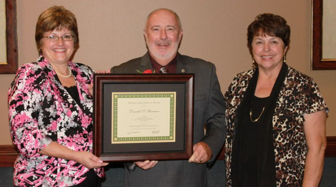 Donnie and Elsa Sherman accept the AJCA Distinguished Service Award from Cari Wolfe, left.