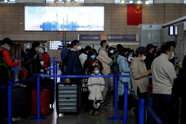 China Shanghai Airport passengers wearing masks