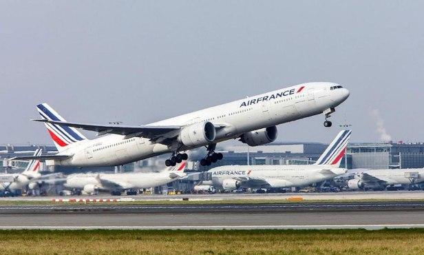 Boeing 777 de Air France despegando
