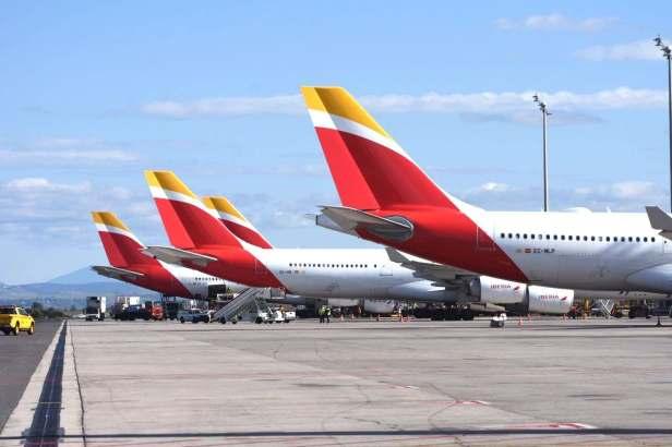 Colas de aviones de Iberia, aerolínea de IAG