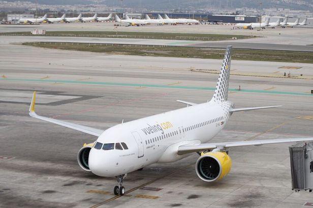Avión Airbus A320neo de Vueling en Barcelona