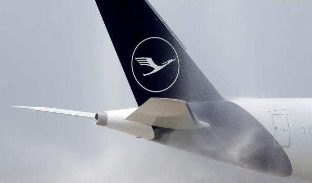 Cola de un avión de Lufthansa