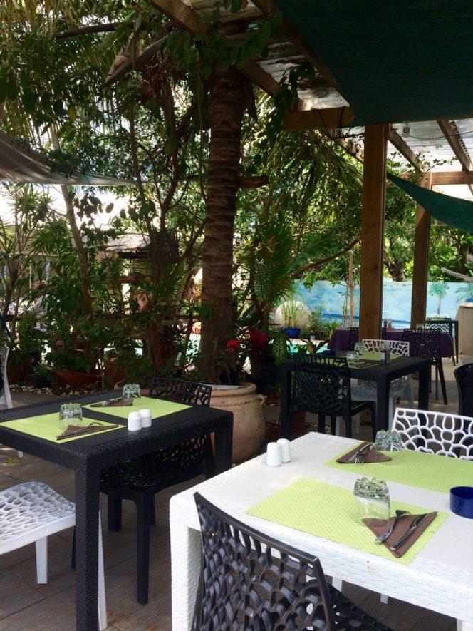 avis-restaurant-la-barque-saint-paul-974-ile-reunion-table-2