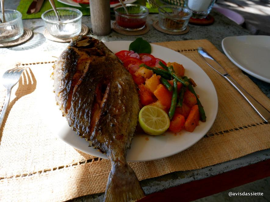 sambatra beach lodge voyage ile aux nattes madagascar repas