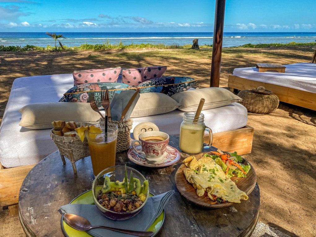 meilleur petit dejeuner plage lagon la reunion 974 15 les balancoires saint gilles