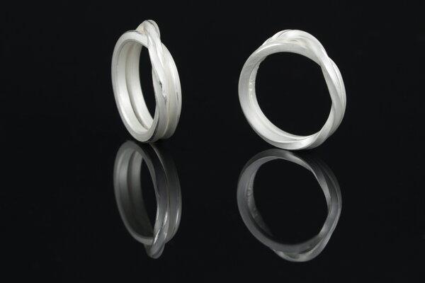 Likedeeler  Fairtrade Ring silber gedreht geknotet