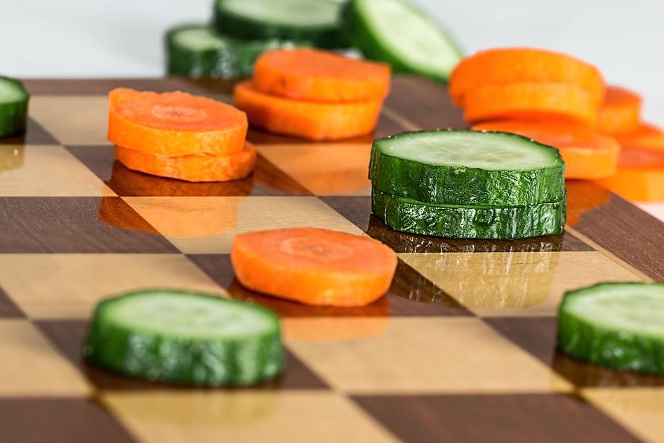 Légumes sur échiquier : controverse des tendances alimentaires