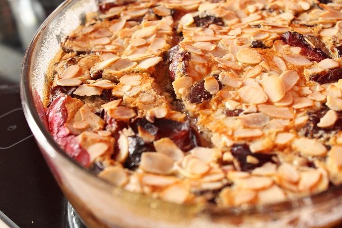 clafoutis aux prunes, amande et cannelle